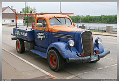 1938 Studebaker (uslovig) Tags: alma wisconsin wi usa united states america vereinigte staaten von amerika studebaker 1938 pickup truck mississippi river flus wasser water mike meyer sign painter