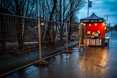 Glühwein (Ana Belén Mejía) Tags: alemania berlin germany fleamarket mauerpark market mercado mercadillo lluvia rain rainy rainyday park parque gluhwein