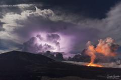 - Le choc des Titans - (Frog 974) Tags: îledelaréunion ngc pitondelafournaise éruption volcan orage éclair volcanique volcanisme nuit nocturne patrimoinemondialdelunesco parcnationaldeshauts
