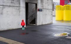 Jeu de couleurs (Julien Rode) Tags: city couleurs enfants lavillette paris personnage portfolio rue solitude street urban