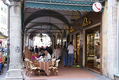 Pisa, Via Borgo Stretto, Caf Salsa (HEN-Magonza) Tags: italien italy italia pisa tuscany toscana toskana viaborgostretto cafsalsa