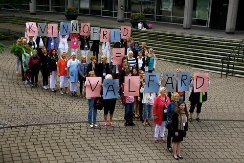 SKR manifesterar utanför stadshuset Nordiskt Forum Lördag