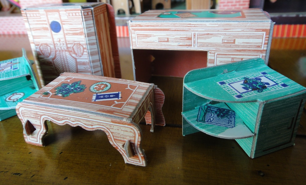 Built Rite Furniture (details) (Beafordolls) Tags: Builtrite Années40  Cardboarddollhouse