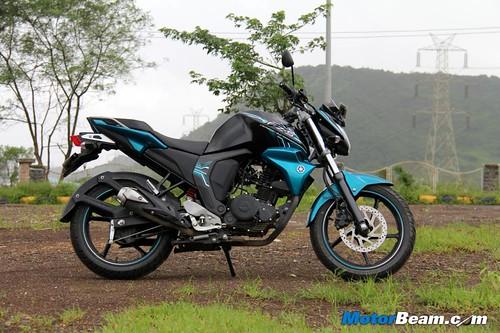 2014-Yamaha-FZ-V2-16