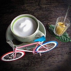 [Morning Green Tea] ฟองนมขาวนวลอบอวนชาเขียว แค่เพียงแก้วเดียวเดี๋ยวเดียวสดชื่น ✨ โรยน้ำตาลหน่อยค่อยหวานพอตื่น ช่วยร่างกายฟื้นตื่นรับตะวัน