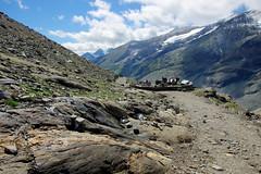 High-level picnic (Großglockner area, Austria) (armxesde) Tags: mountains alps austria österreich picnic pentax kärnten berge alpen ricoh k3 jause hohetauern nationalparkhohetauern grosglockner franzjosefshöhe grosglocknerhochalpenstrase gamsgrubenweg