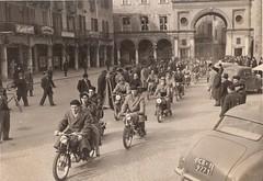 23a-benedizione-moto-in-piazza-duomo---1952