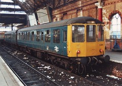 53517 (ee20213) Tags: manchester br britishrail manchesterpiccadilly dmu 53517 brblue class104 53451 ch611