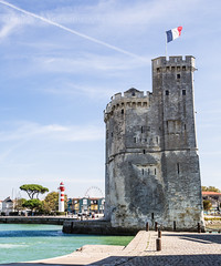 La Rochelle (SANDIE BESSO) Tags: sea sky mer lighthouse france architecture landscape boat tour flag wideangle medieval larochelle paysage phare drapeau atlantique 1635mm grandangle paysagiste sandiebesso sandiebessophotography 5dm3