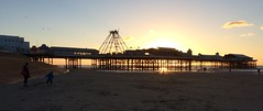 Pier y De / South Pier - Blackpool (Rhisiart Hincks) Tags: blackpool sirgaerhirfryn fyldecoast lancashire lloegr powsows england ewrop europe ròinneuropa eu ue sasana brosaoz ingalaterra angleterre inghilterra anglaterra 英国 angletèrra sasainn انجلتــرا anglie ngilandi fylde holidayresort cyrchfangwyliau plaja playa hondartza tràigh beach traeth traezh traezhenn plage pier coucherdusoleil zonsondergang machlud auringonlasku kuzhheol ilunsenti solpor tramonto sonnenuntergang napnyugta dolfodhanagrèine lhienygreiney zachódsłońca solnedgång silwét silhouette ledskeud zilueta silueto silhueta siluetă sziluett cysgodlun