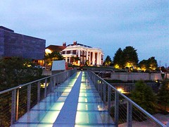Skybridge to Hunter Museum of Art (Roland 22) Tags: flickr chattanooga tn tennessee hunter museum art bluff view district glass skybridge lit up twilignt dusk evening lovely blue sky red brick white columns green hues nighttime