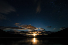 Pucar - SMA (Catalina Garca) Tags: light lake reflection luz sol clouds de stars landscape lago atardecer noche twilight paisaje luna moonrise nubes estrellas crepusculo montaa puesta nocturnas ocaso cordillera reflejos startrail