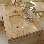 Banheiro todo em mármore