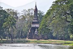 102 Sukhothai (farfalleetrincee) Tags: park travel tourism nature thailand temple asia southeastasia buddhism adventure guide siam sukhothai archaeologicalsite
