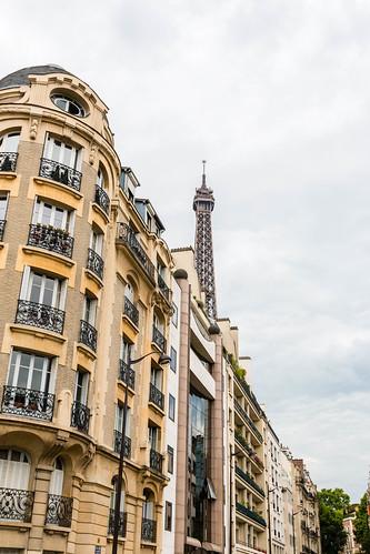 La Tour Eiffel depuis la rue de L'Université
