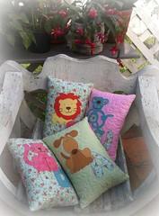 ALmOfAdAs Da DuDa (DoNa BoRbOlEtA. pAtCh) Tags: baby handmade application pillow beb patchwork bichos applique almofada aplicao quiltlivre quartodebeb bordadomo donaborboletapatchwork denyfonseca
