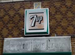 HAMPTON HOUSE LIQUORS ST LOUIS MISSOURI (ussiwojima) Tags: sign advertising store stlouis liquor missouri liquors 7up hamptonhouseliquors