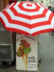 Paris, glaces italiennes (pelangio957) Tags: paris france umbrella gelato glace rougeetblanc