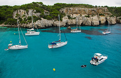 Ancorats a Cala Macarella / Anchored in Cala Macarella (SBA73) Tags: beautiful vacances holidays mediterranean mediterraneo cove turquoise gorgeous sigma wideangle clean virgin waters 1020mm aguas virgen menorca cala païsoscatalans minorca verge granangular esmeralda 2014 balearic balears aigues turquesa mediterrani macarella unspoilt calamacarella catalancountries maragda