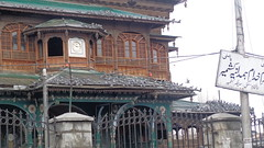 Pigeons outside a Mosque (Rckr88) Tags: asia india kashmir srinagar mosque birds bird pigeons pigeon