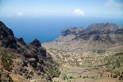Volcanique landscape (Dlirante bestiole [la posie des goupils]) Tags: ocean mountain volcanic islascanarias canaryisland lagomera ilescanaries valledelgrandrey
