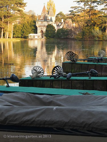 Schlosspark Laxenburg, vor more than a hundred years visitors can lend boat..... 2013-10