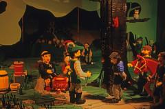 369DK Legoland (Rüdiger Stehn) Tags: urlaub sommer danmark denmark legoland freizeitpark billund 1990 dänemark dia europa miniland piratenland park minitiaturenpark modell miniaturen miniaturenanlage puppenhaus jylland jütland nordeuropa analogfilm scan canoscan8800f contax137md diapositivfilm analog kleinbild kbfilm 1990er 35mm reise reisefoto