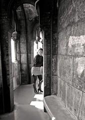 En un rincon de la iglesia (carlos_ar2000) Tags: street shadow woman paris sexy church window girl beauty bench ventana calle mujer pretty gallery chica gorgeous galeria banco iglesia sombra montmartre sacrecoeur linda bella francia