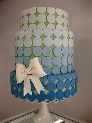 Blue Ombre Dot Bow Wedding Cake med