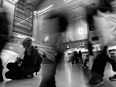 untitled - New York City (polarapfel) Tags: street city newyorkcity travel people bw usa newyork girl america publictransportation manhattan candid trainstation northamerica grandcentralterminal buildingsinfrastructure olympusm12mmf20ltdblk