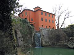 Canale di Reno - Casa di guardia e paraporto (Paolo Bonassin) Tags: italy channel channels emiliaromagna canali casalecchiodireno canaledireno