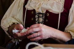Knot-tying class at the Queen's College (Pahz) Tags: wisconsin renfaire costuming bristolrenaissancefaire renfest brf kenosha queenscollege garb monkeyfist kenoshawi pattysmithbrf