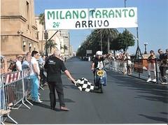153-torri-angelo-primo-alla-milano-taranto-2010-con-vespa-piaggio-125-del-1981-