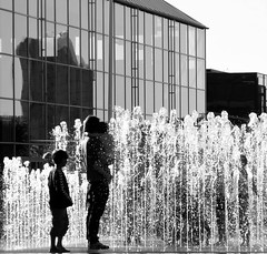 Indian Summer (Jaedde & Sis) Tags: people water fountain aarhus unanimous challengefactorywinner herowinner