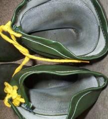 Treppenhaus bei Freunden_Gummistiefel_Mief_2.1 (yvonne_2.0) Tags: out down worn welly wellies smelly galoshes rubberboots gummistiefel gumboots fertig rainboots laarzen regenstiefel stinkig gummistövlar