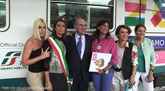 L'AD del Gruppo FS Italiane con alcune delle ospiti (Ferrovie dello Stato Italiane) Tags: expo milano stazione bari trenitalia treni 2015 ferroviedellostato expoexpress frecciaclub