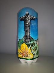 Abajur de garrafa pet (Ione logullo(www.brechodeideias.com)) Tags: pet flores sol riodejaneiro rosas garrafa abajur lampada ventilador tecido luminria juta chito