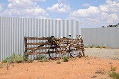 Outback bicycle (M A N O N -) Tags: old bicycle metal australia outback velo brokenhill
