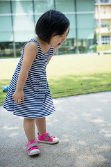 (Seedmic) Tags: life light portrait music eye girl smile face mouth fun kid toddler university child play emotion outdoor cousins expression taiwan daily thoughts thinking daisy leisure ntu taipei 365 pleasure pondering picnicday  national  ntucampus familyhours  3y4m 3y3m