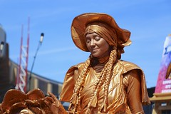 Lady in Gold (Read2me) Tags: candid woman gold bronze paint streetperformer pree she cye epcot thechallengefactorywinner ge friendlychallenges