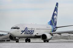 Alaska Airlines N613AS (V1 Aviation Photography) Tags: cyyc calgaryinternationalairport yyc alaskaairlines b737 n613as 737790wl 737790