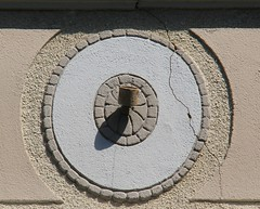 (:Linda:) Tags: shadow wall germany bavaria town coburg franconia flagholder