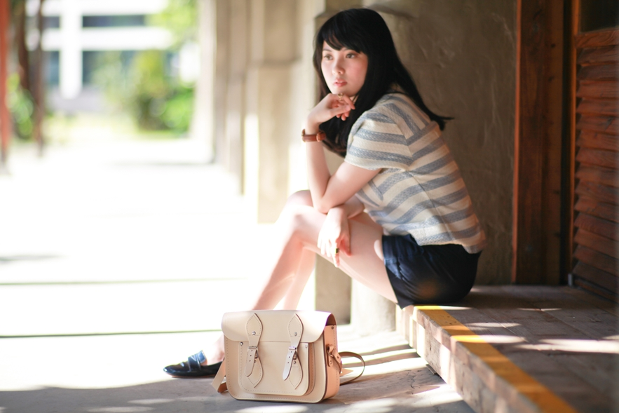 dahlia-stripe-top-cambridge-satchel-uniqlo-shorts-5
