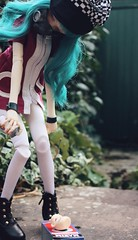 Head in a box and dressed for the apocalypse (Champignons) Tags: toy dolls bjd mags dim laia champignons balljoint dollinmind