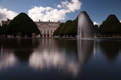 Hampton Court (geatchy) Tags: reflection london fountain glass pond palace slowshutter extendedexposure
