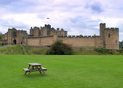 Alnwick Castle set - 2 (Tony Worrall Foto) Tags: people building green castle history grass bench tour seat towers north royal tourist historic alnwick northumberland kings northeast iconic lords percy relic olden alnwickcastle 2014tonyworrall