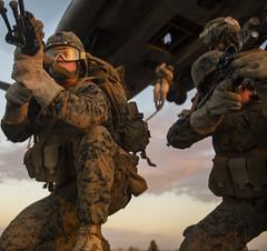 United States Marine Corps (World Armies) Tags: arizona us unitedstates yuma ch53esuperstallion marinecorpsairstationyuma marineairgroundcombatcentertwentyninepalms infantryofficercourse longrangeraid fastropedrills
