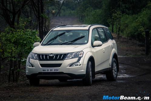 2015-Mahindra-XUV500-11