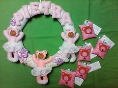 Guirlanda do Bebê (Pina & Ju) Tags: do artesanato guirlanda bebe bebê kit feltro patchwork maternidade lembrancinhas ursinha patchaplique