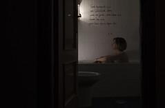 Se recita un poema de Machado (Irene Paradinas) Tags: madrid light woman luz project bathroom mujer bath quiet god young antonio velas candela bao dios joven baera proyecto antoniomachado machado tranquila poema yosoy amachado